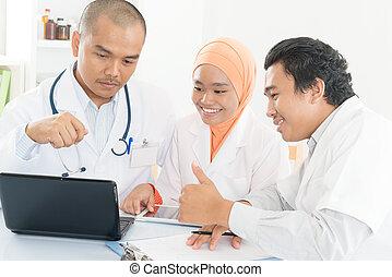 。, オフィス, 医学, 親指, チームのミーティング, 病院, アジア人