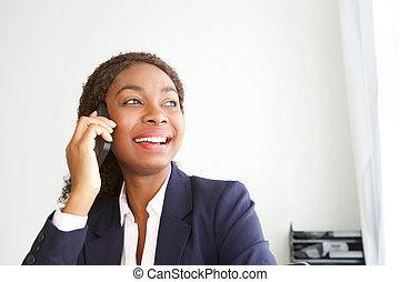 オフィス, 話し, 女性実業家, の上, 若い, 携帯電話, アフリカ, 終わり, 幸せ