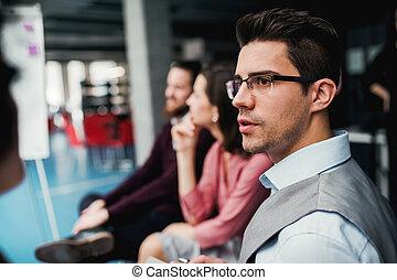 オフィス。, businesspeople, グループ, 若い, モデル