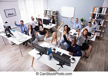 オフィス, businesspeople, 振ること, 多民族, 手, 微笑