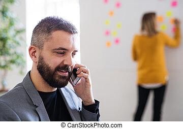オフィス。, smartphone, 2, ビジネス 人々
