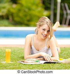オレンジジュース, 飲むこと, 若い女性たち
