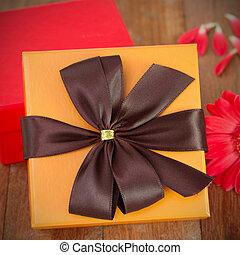 オレンジ, 贈り物の箱, ∥で∥, 花