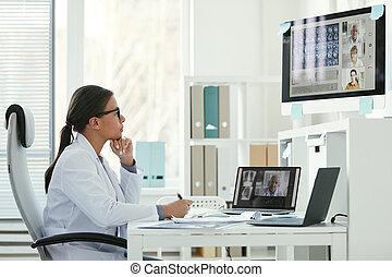 オンラインの医者, 持つ, 女性, 会議