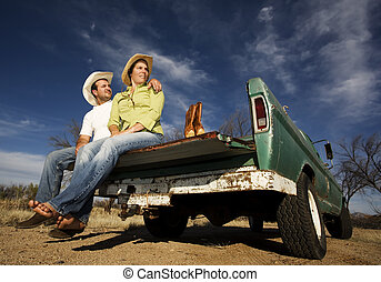 カウボーイ, そして, 女, 上に, ピックアップ トラック