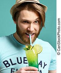 カクテル, マルガリータ, 飲みなさい, 若い見ること, ジュース, カメラ, 飲むこと, 人, 帽子, 幸せ