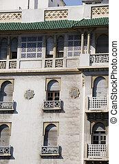 カサブランカ, クラシック, 窓, ホテル, アフリカ, モロッコ, モロッコ, 歴史的, 屋根, 建築である, 見られた, バルコニー, 詳細