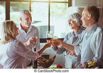 カップル, ポジティブ, 年を取った, 台所, 祝う
