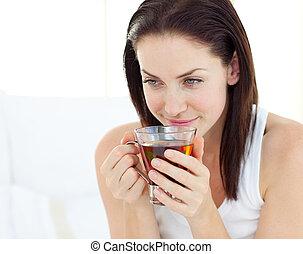 カップ, 微笑の 女性, 飲む茶