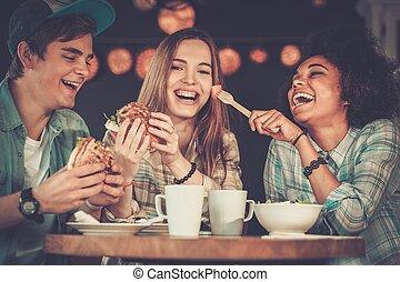 カフェ, 多人種である, 友人, 食べること, 朗らかである
