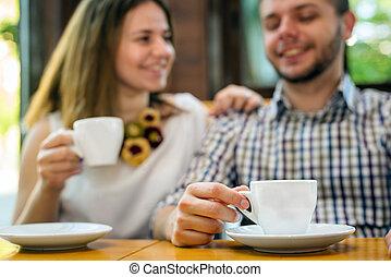 カフェ, 2人の人々