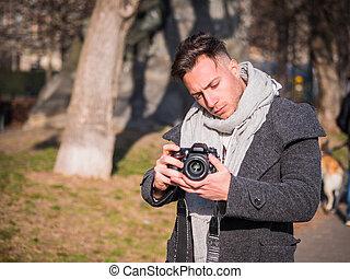 カメラマン, フィート数, 若い, 撮影, 外, ビデオ, マレ, ハンサム