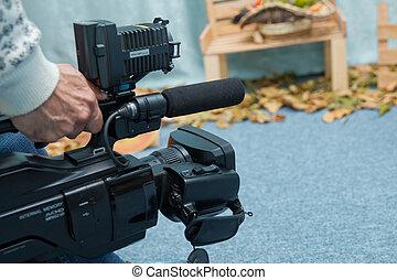カメラマン, 屋外, 仕事, 使うこと, セットアップ, ビデオ, カメラ。, デジタル, 専門家, 黒