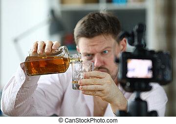 カメラ, 注ぎ込み, 人, 彼自身, ウイスキー, 前部, ぼろぼろ