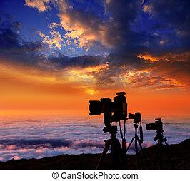 カメラ, tripods, カメラマン, 日没, 海, の, 雲