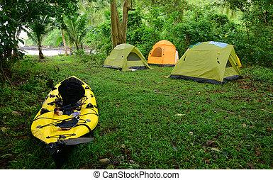 カヤックを漕ぐ, そして, キャンプ, 中に, トロピカル, 位置, 中に, 中央アメリカ