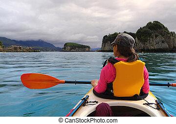 カヤックを漕ぐ, 海洋