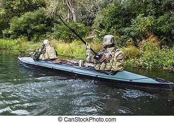 カヤック, militants, 軍隊