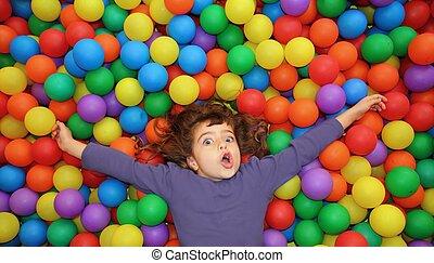 カラフルである, ボール, 面白い, 公園, 女の子, あること, ジェスチャーで表現する