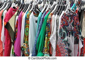カラフルである, 服, セール