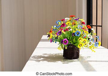カラフルな花, 中に, ブラウン, 木, バスケット, ∥横に∥, ガラス窓