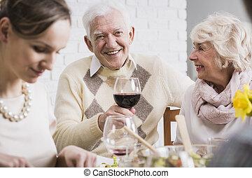 ガラスワイン, 保有物, 人