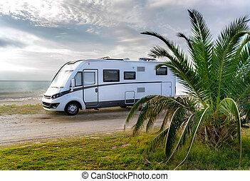 キャンパー, 浜, バン, 駐車される