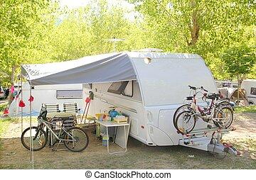 キャンプ, キャラバン, キャンパー, 公園, 木, bicycles
