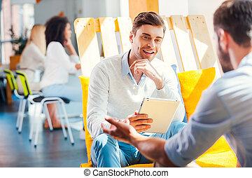 キー, オフィス, タブレット, 区域, モデル, 共同, 反対, 若い, 残り, 彼, 何か, 保有物, デジタル, 微笑の人, 論じなさい, success.