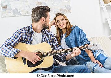 ギター, ソファー, 恋人