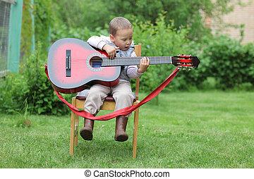 ギター, 男の子, わずかしか, プレーしなさい, 屋外で