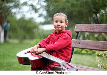 ギター, 男の子, わずかしか, 屋外で