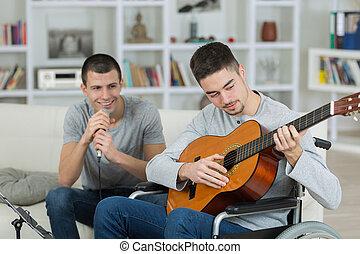 ギター, 車椅子, 歌うこと, 遊び, 友人, 人