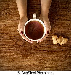クッキー, 女, カップ, 木製である, お茶, 暑い, 保有物, テーブル