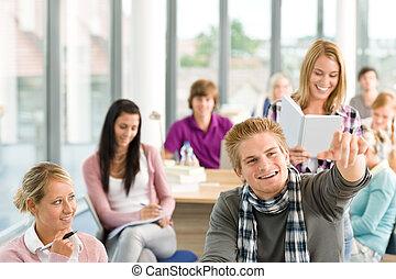 クラス, ∥において∥, 高校, -, 生徒, 中に, 教室