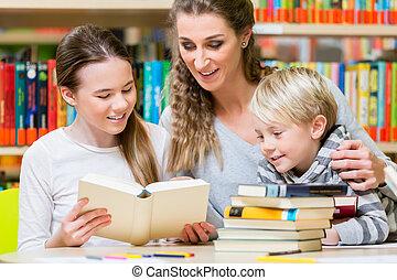 クラス, の, 生徒, ∥で∥, ∥(彼・それ)ら∥, 教師, 中に, ∥, 学校図書館