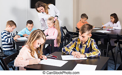 クラス, 基本的な 年齢, 子供, 持つこと, 芸術