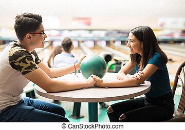 クラブ, 恋人, 手, 保有物, ボウリング, テーブル, 幸せ