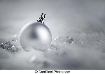 クリスマス, 銀の安っぽい飾り, 上に, 毛皮, 雪, そして, 氷