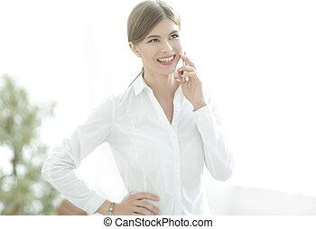 クローズアップ, の, ビジネス 女, 話し, 上に, ∥, 電話。
