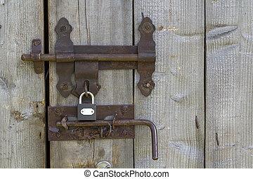 クローズアップ, の, 火をつけられた, によって, 太陽, 古い, 荒い, 作られた, の, 木製の板, 家, ドア, ∥あるいは∥, 納屋, 門, ∥で∥, 鉄, 錆ついた, スライド, ボルト, lock., 旧式である, 技術, 安全, セキュリティー, そして, 保護, から, 盗みをはたらく, concept.