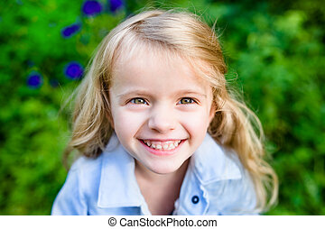 クローズアップ, わずかしか, ブロンド, 肖像画, 女の子の微笑