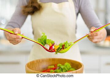 クローズアップ, 上に, 主婦, 混合, 野菜, サラダ