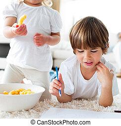 クローズアップ, 図画, チップ, 食べること, 子供
