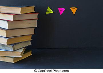 クローズアップ, 概念, 学校, 懸命に, 背中, テキスト, バックグラウンド。, 本, 黒, 場所, 装丁, 教育, 始める, 山