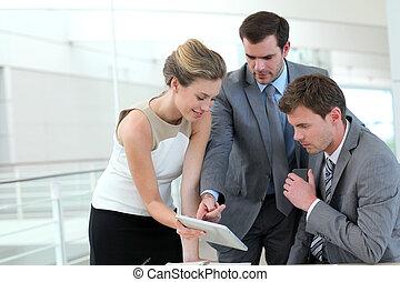 グループ, のまわり, ビジネス 人々, テーブル, ミーティング