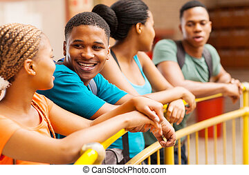 グループ, の, アフリカ, 大学, 友人, 談笑する
