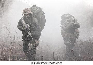 グループ, の, 兵士, 中に, ∥, 煙