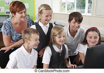 グループ, の, 基本, 生徒, 中に, コンピュータクラス, ∥で∥, 教師