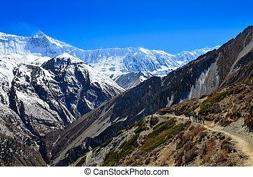 グループ, の, 山, trekkers, backpacking, 中に, ヒマラヤ山脈, 風景